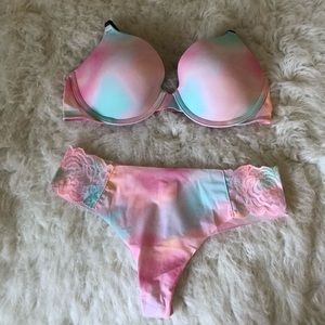 VS PINK cotton candy bra and thong bundle